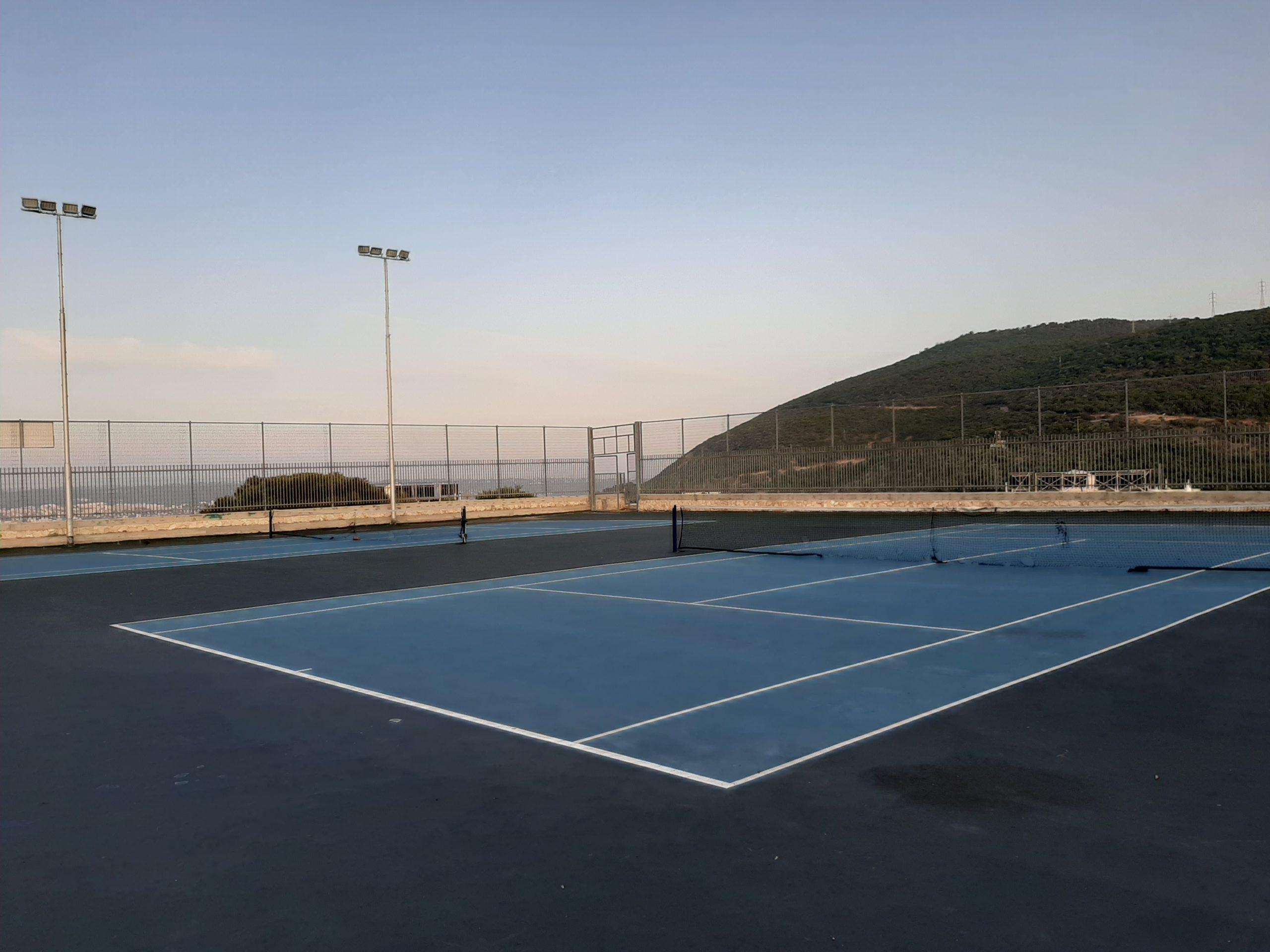 מגרש טניס נשר